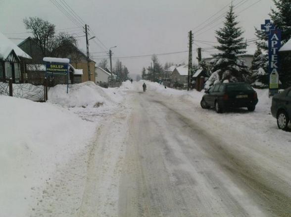 Mąchocice Kapitulne - okolice szkoły. Zdjęcie z roku 2010