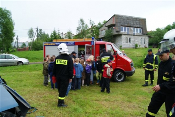 Dzień Dziecka ze strażakami z Woli Kopcowej - 1.06.2010r.