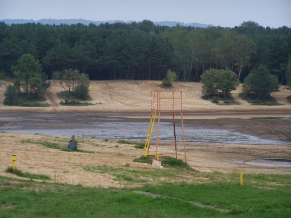 Trwa spuszczanie wody z zalewu w Cedzynie - 12.09.2010r.