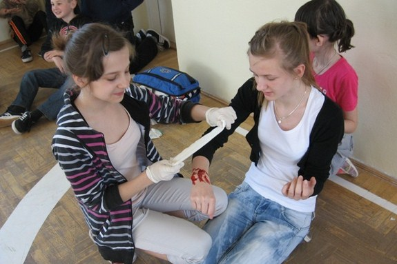 Uczyli się udzielania pierwszej pomocy - 27.04.2012r.
