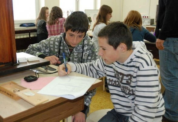 Zajęcia z fizyki dla gimnazjalistów z Masłowa