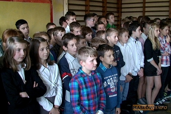 Akademia z okazji Święta Niepodległości w szkole w Masłowie - 8.11.2013r.