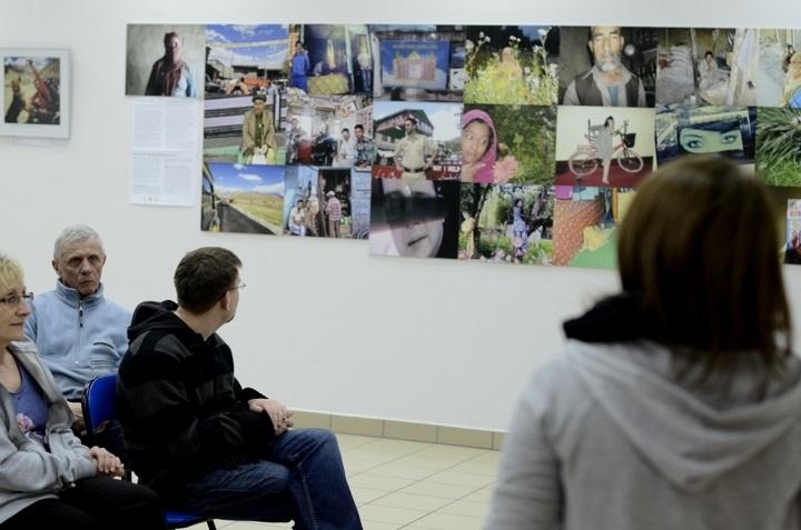 Foto-Dialog w Ciekotach. Wystawa fotografii - 6.04.2013r.