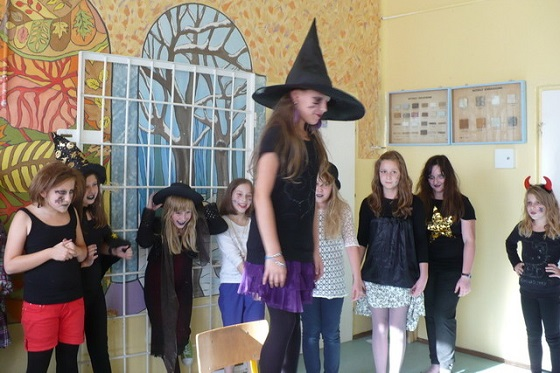 Halloween w Mąchocicach Kapitulnych - 31.10.2013r. (źródło zdjęć: szkoła)
