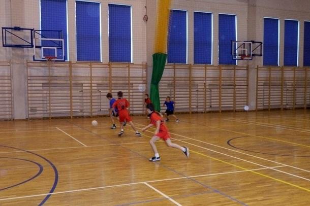 Szkolny turniej w halowej piłce nożnej chłopców - 5.10.2013r.
