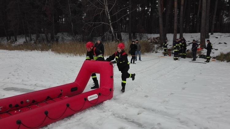 Ćwiczenia OSP na lodzie